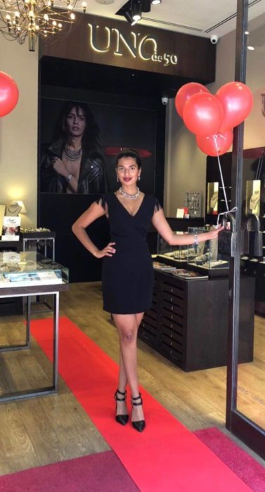 UNOde50 female VIP host in London